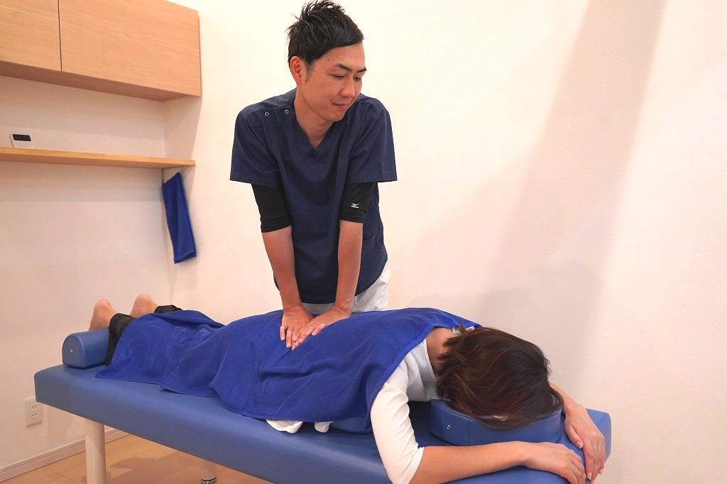 骨盤矯正および整体施術の様子