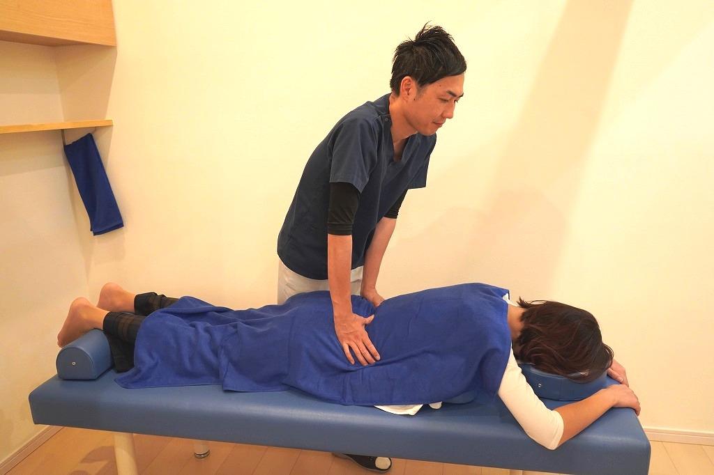 膝痛の施術でも全身の歪みを整えます